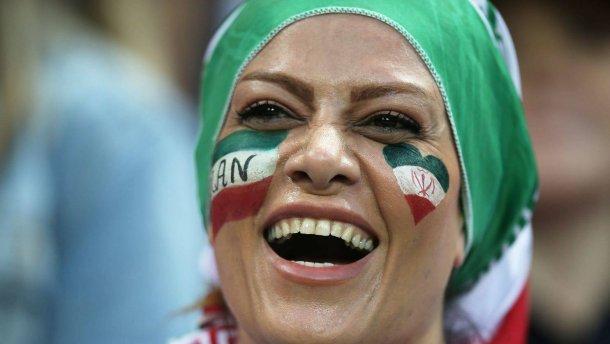 Photo of В иранском футболе отменили почти 40-летний запрет женщинам посещать матчи