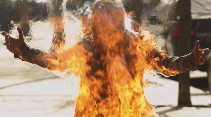 Photo of В Тегеране женщина совершила акт самосожжения напротив суда