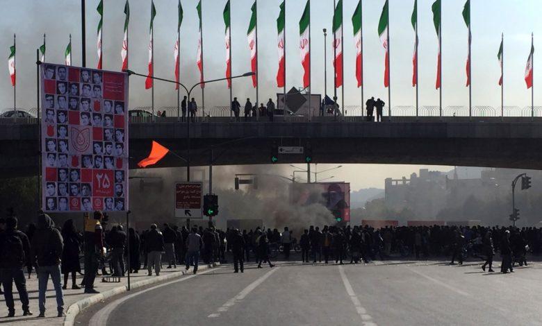 Photo of صحنه داغ سیاست در ایران پس از اعتراضات اخیر/ طاها کرمانی
