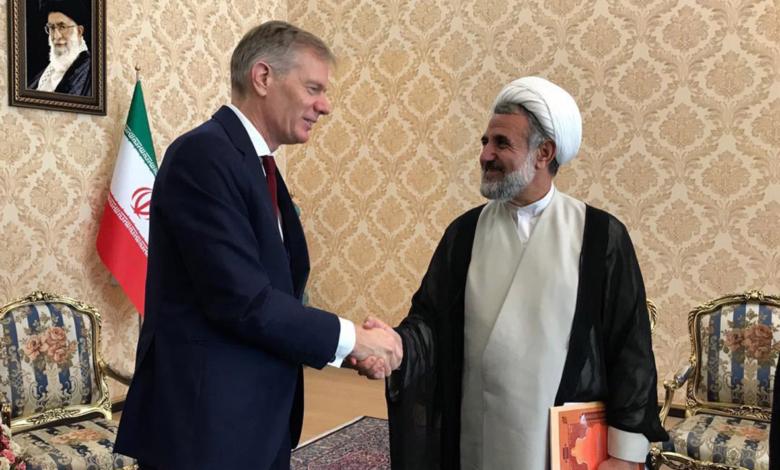 Photo of عودة سفير بريطانيا إلى إيران بعد احتجازه لفترة وجيزة في الشهر الماضى
