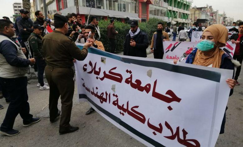 Photo of تداوم اعتراضات در عراق و اهدای گُل از سوی نیروهای امنیتی به معترضان+ تصاویر