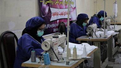 Photo of هنرمندان صنایع دستی آذربایجان شرقی ماسک و لباس ویژه بیمارستانی دوختند