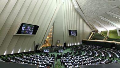 Photo of برلمان إيران يطالب ظريف وصالحي بشرح ملابسات انفجار نطنز