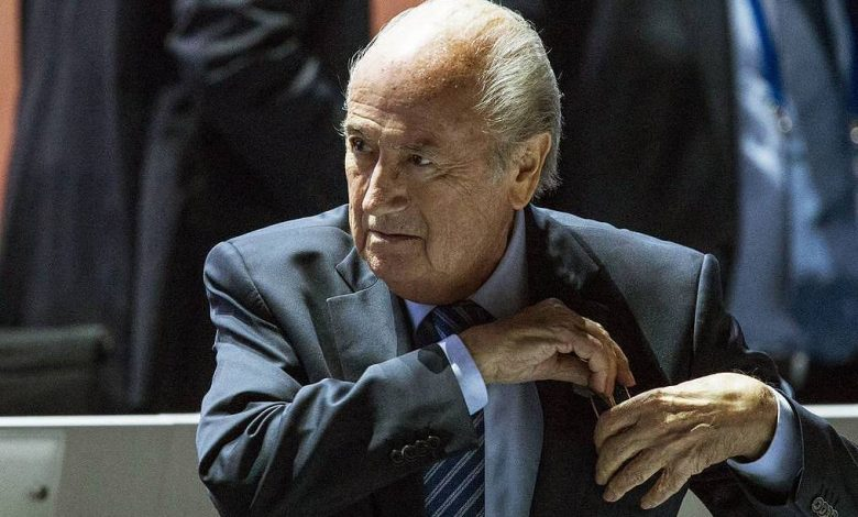 Photo of FIFA Blatterə qarşı araşdırmanın davam etdirilməsini istədi