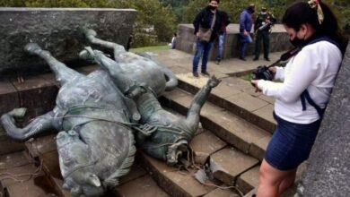 Photo of کلمبیا: معترضان بومی مجسمه فاتحان دوره استعمار را سرنگون کردند